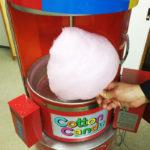 エントランスに綿菓子機が登場♪